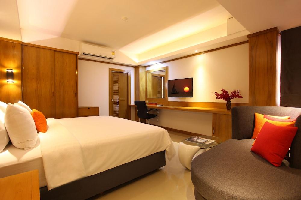 https://i.travelapi.com/hotels/16000000/15010000/15005000/15004933/0e2bb404_z.jpg