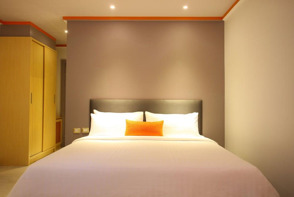 https://i.travelapi.com/hotels/16000000/15010000/15005000/15004933/6af55bde_z.jpg