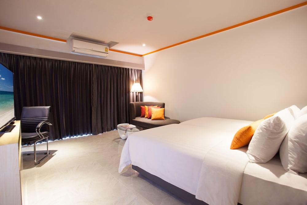 https://i.travelapi.com/hotels/16000000/15010000/15005000/15004933/8f81a55a_z.jpg