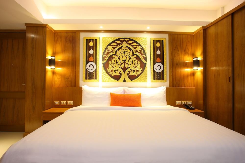 https://i.travelapi.com/hotels/16000000/15010000/15005000/15004933/9185b8c1_z.jpg