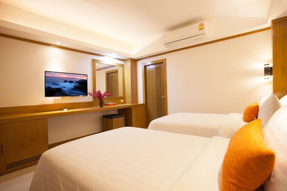 https://i.travelapi.com/hotels/16000000/15010000/15005000/15004933/cdcb7b6c_z.jpg