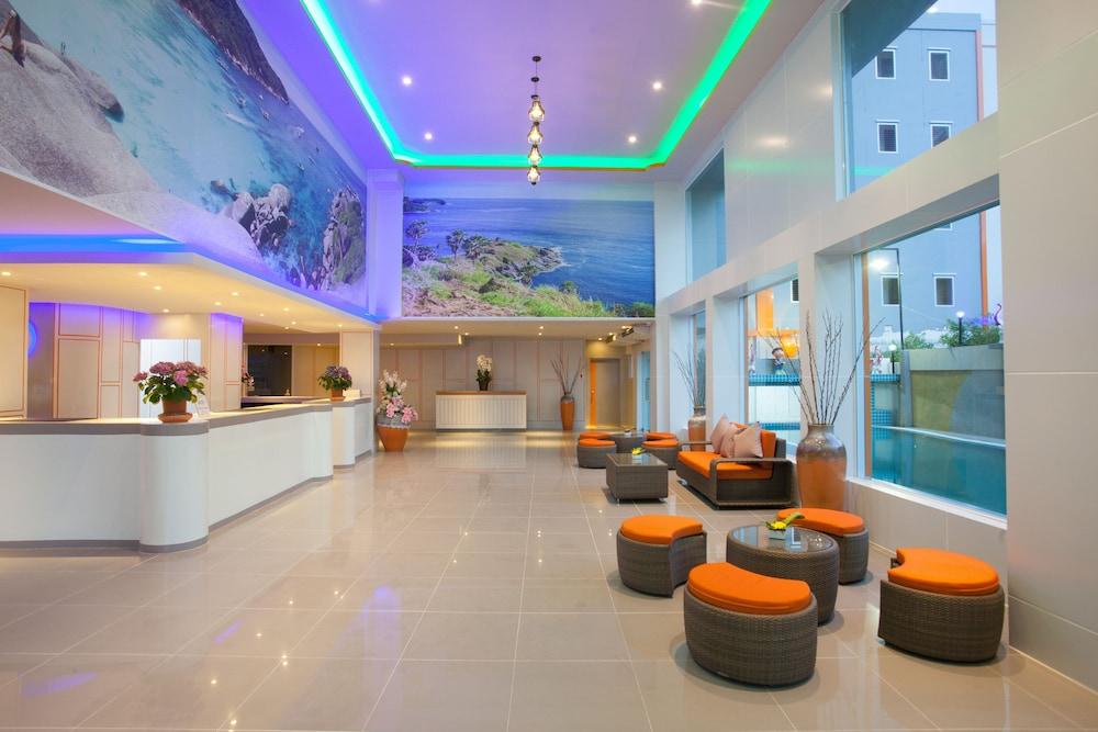 https://i.travelapi.com/hotels/16000000/15010000/15005000/15004933/d6b60ec2_z.jpg