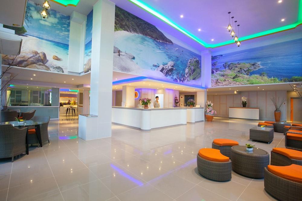 https://i.travelapi.com/hotels/16000000/15010000/15005000/15004933/daeb5c0f_z.jpg