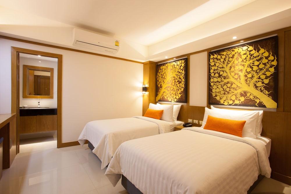 https://i.travelapi.com/hotels/16000000/15010000/15005000/15004933/f4107aef_z.jpg
