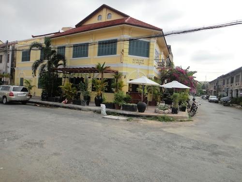 La Java Bleue Hotel, Kampong Bay