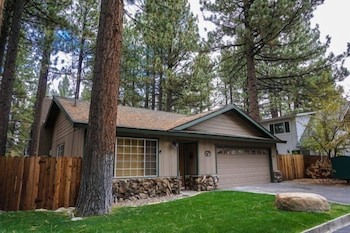 Pet Friendly South Lake Tahoe Home by RedAwning