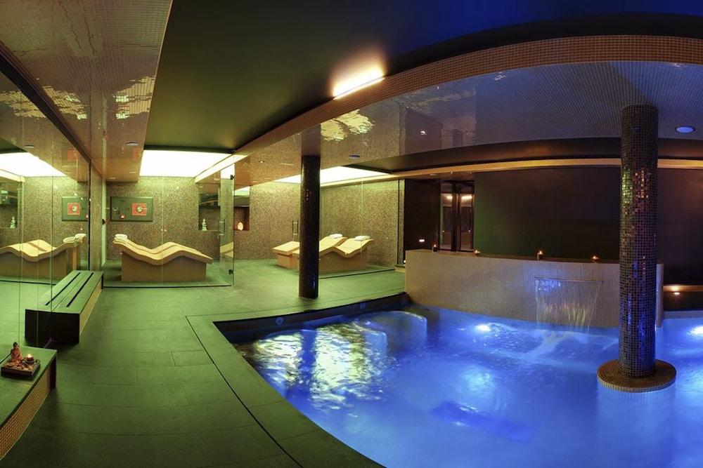https://i.travelapi.com/hotels/16000000/15040000/15035800/15035781/42e1c8be_z.jpg