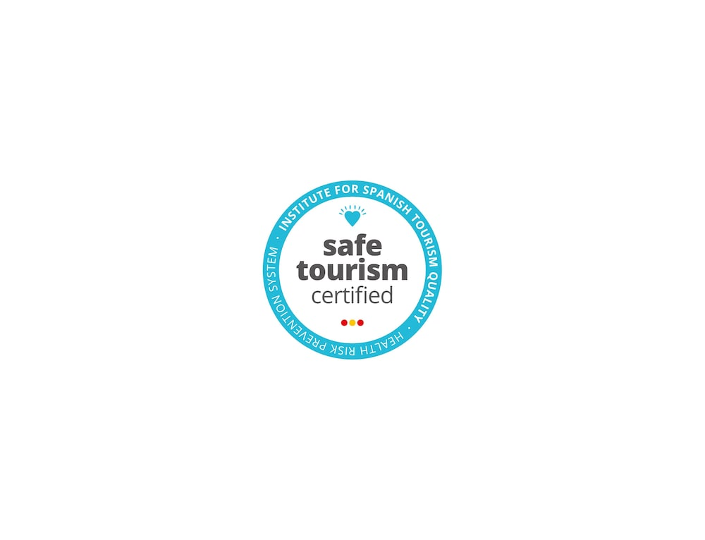 https://i.travelapi.com/hotels/16000000/15040000/15035800/15035781/6f2a88a6_z.jpg