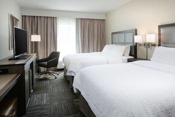 Room, 2 Queen Beds, Accessible, Bathtub