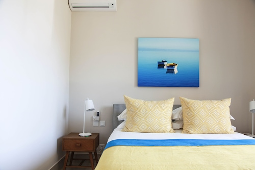 South Reef Luxury Apartments,