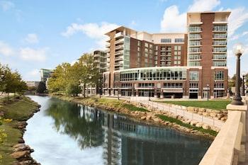 格林維爾市中心里維普雷斯希爾頓大使套房飯店 Embassy Suites by Hilton Greenville Downtown Riverplace