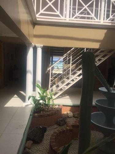 Captain's Cove Beach Resort & Villas,
