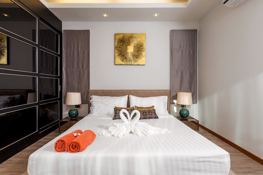 https://i.travelapi.com/hotels/16000000/15060000/15056200/15056127/8e016e69_z.jpg