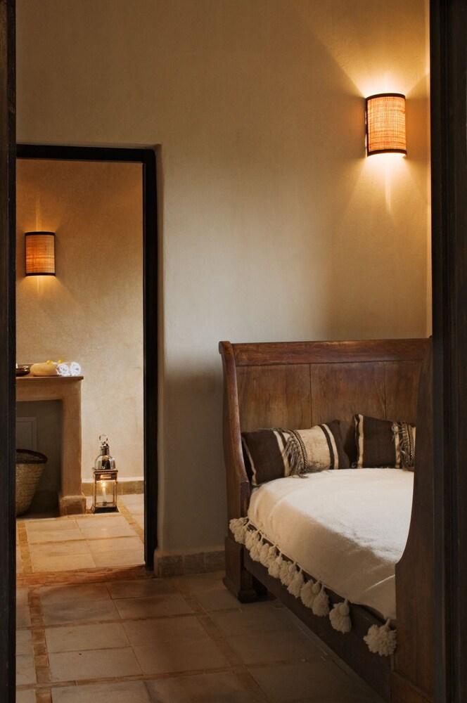 https://i.travelapi.com/hotels/16000000/15080000/15080000/15079981/2da6bf0b_z.jpg