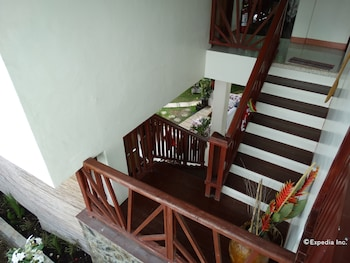 ROYAL PARADISE GUESTHOUSE Staircase