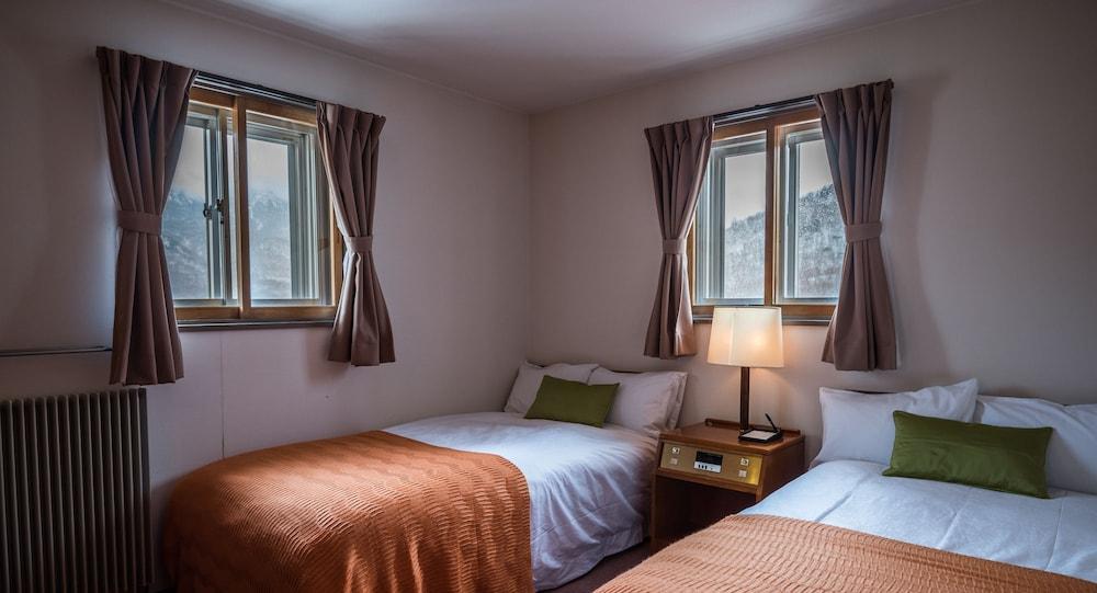 https://i.travelapi.com/hotels/16000000/15100000/15092300/15092219/6b172204_z.jpg