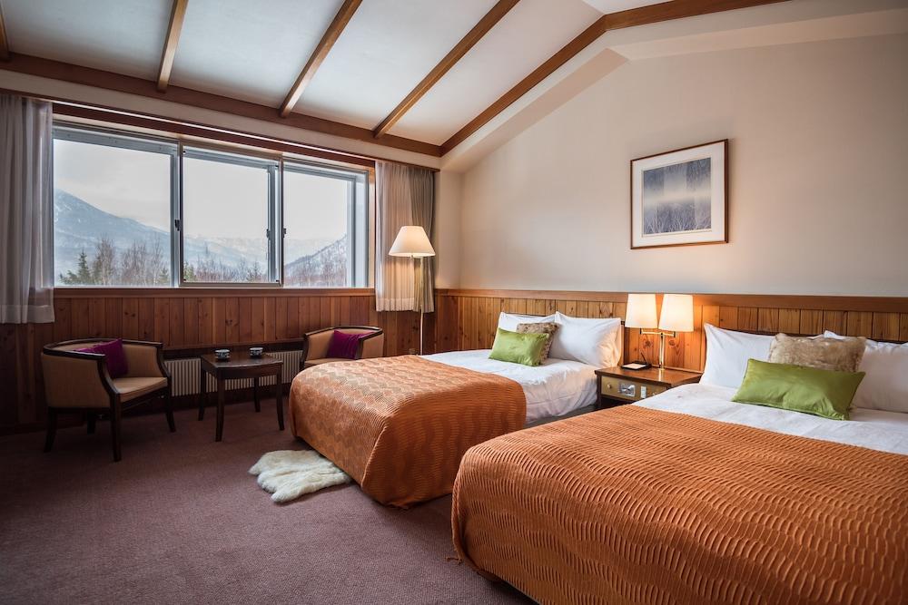 https://i.travelapi.com/hotels/16000000/15100000/15092300/15092219/fdeb90e2_z.jpg