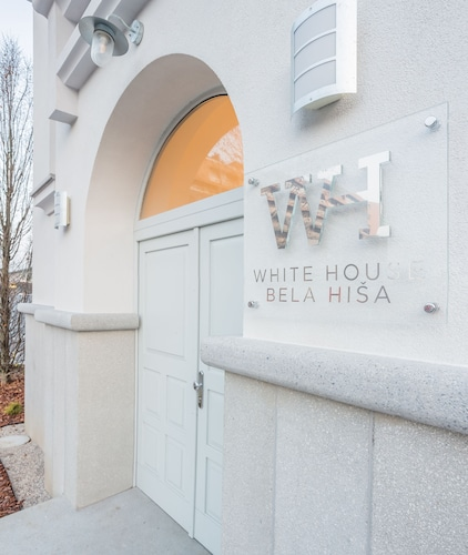 . WHITE HOUSE - BELA HIŠA