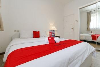 Hotel - RedDoorz Plus @ Tendean