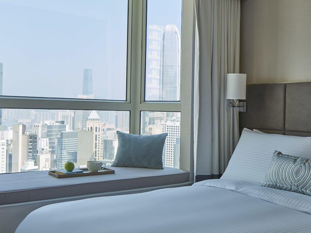 https://i.travelapi.com/hotels/16000000/15110000/15100200/15100135/c6056d63_z.jpg