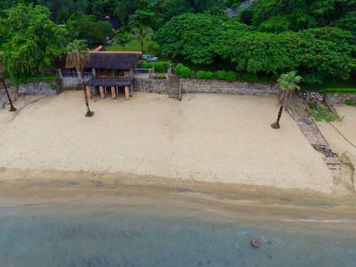 . Nkhudzi Beach Lodge