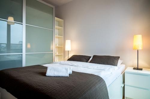 Silver Apartments, Warsaw