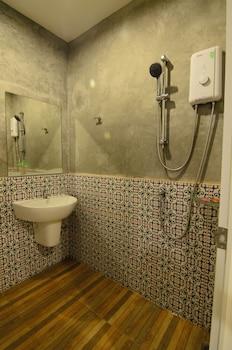 Room Hostel @ Phuket Airport - Bathroom  - #0