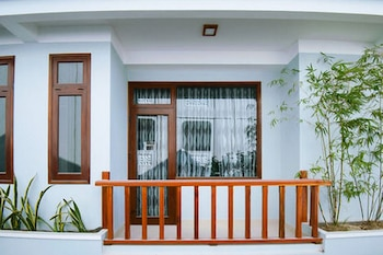 Riverside Plum Garden Homestay - Porch  - #0