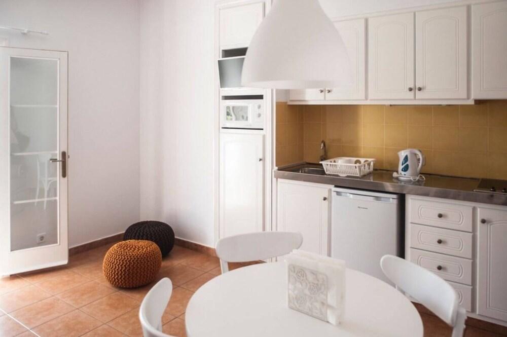 Desmais Apartments