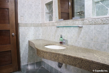 GRIFFIN LODGE Bathroom Sink