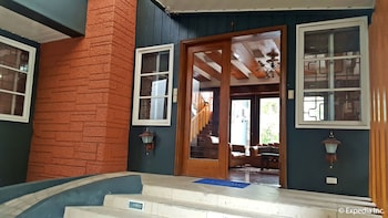 GRIFFIN LODGE Property Entrance