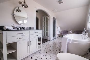 Twin Sisters - Bathroom  - #0