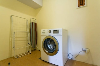 AVANT APARTMENTS AT THE FORT Laundry Room