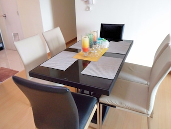 AVANT APARTMENTS AT THE FORT In-Room Dining