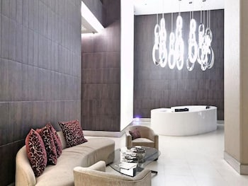AVANT APARTMENTS AT THE FORT Lobby