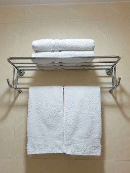 AVANT APARTMENTS AT THE FORT Bathroom Amenities