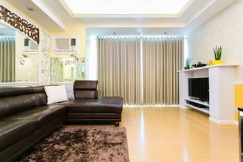 AVANT APARTMENTS AT THE FORT Living Area