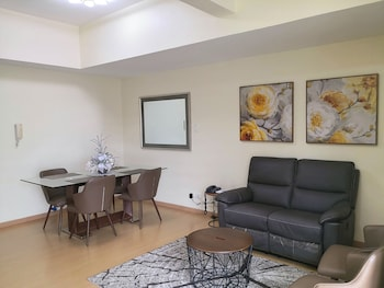 AVANT APARTMENTS AT THE FORT Living Room