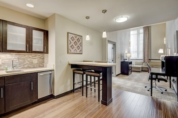 Suite, 1 Bedroom, Non Smoking, Kitchen (1 KING)