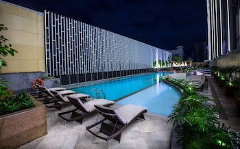 WINFORD MANILA RESORT AND CASINO Outdoor Pool