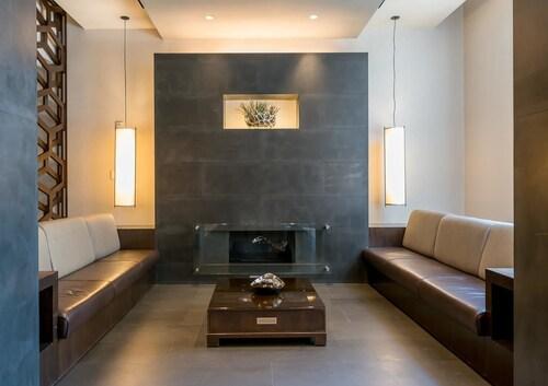 . M Suites at Newport