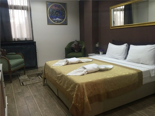 Esra Sultan Petrol Hotel, Fatih