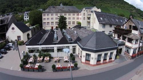 __{offers.Best_flights}__ Schloß-Hotel Petry