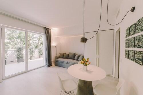Suite 10, Bari