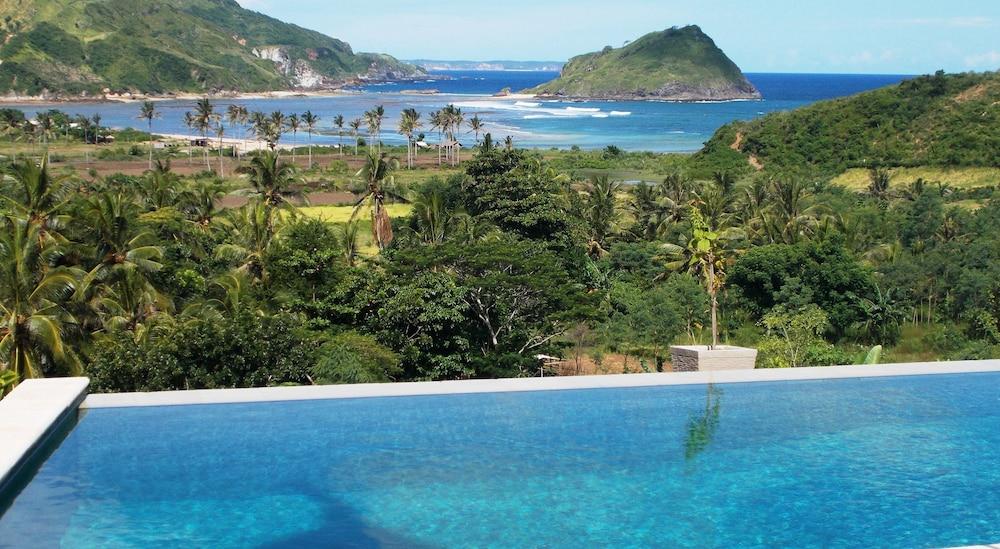 Blue Monkey Villas Resort & Ocean View