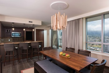 Penthouse, 2 Bedrooms, Mountain View (Floors 34-38)