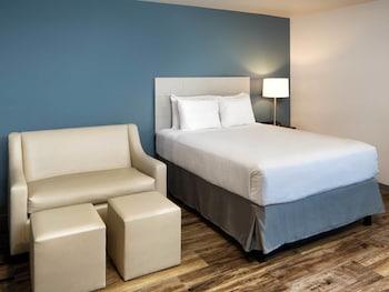 Guestroom at WoodSpring Suites Signature Las Colinas in Irving