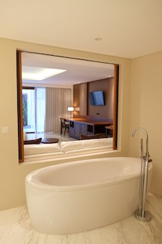 The Bandha Hotel & Suites - Deep Soaking Bathtub  - #0