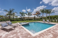 10 Bedroom Home Near Water Park, Private Pool