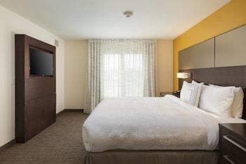 Guestroom at Residence Inn Las Vegas Airport in Las Vegas